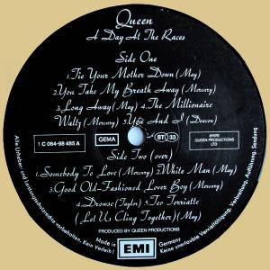 Queen: A Day At The Races (LP) - Bild 5