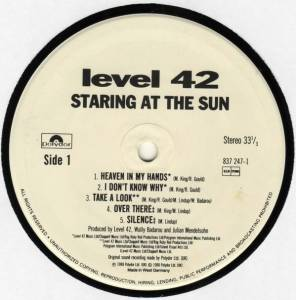 Level 42: Staring At The Sun (LP) - Bild 3