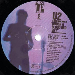U2: Under A Blood Red Sky (LP) - Bild 4